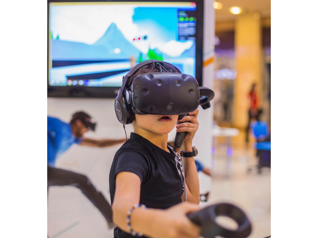 Картинка мальчик в очках виртуальной реальности